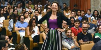 O ton cercano e a quenda de preguntas animaron a charla de May-Britt Moser. Foto: Santi Alvite - USC.
