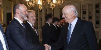 O presidente do BBVA, Francisco González, saúda a Ramón Doallo. Foto: UDC.