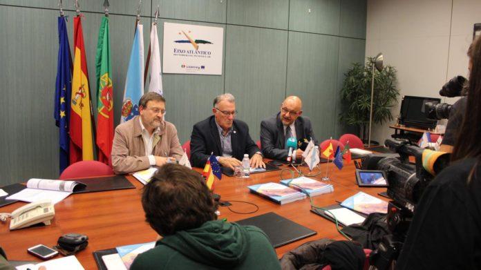 Juan Picos, Alfredo García, e Xoán Vázquez Mao. Foto: Eixo Atlántico.