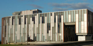 Para o edificio de Servizos Centrais (na imaxe) propóñense o nome de Exeria e de María Wonenburger. Foto: Duvi.
