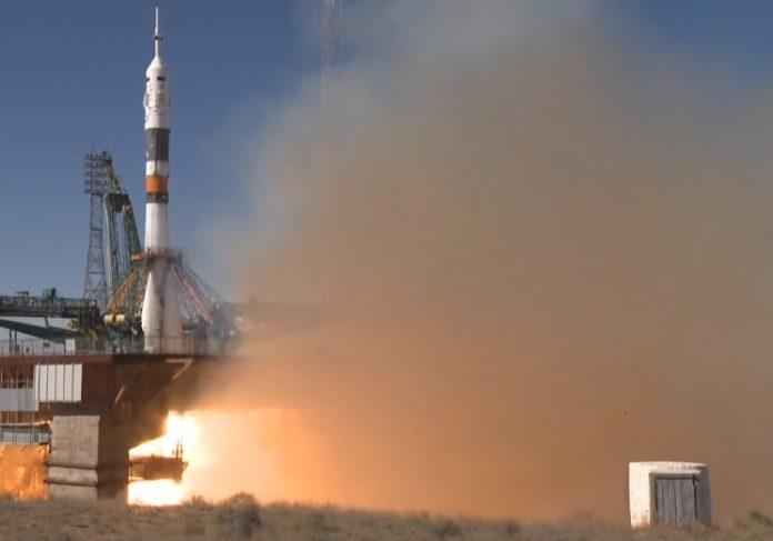 A Soyuz, xusto antes de despegar do aeródromo de Baikonur. Fonte: Roscosmos.