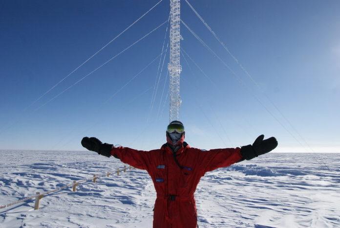 Un dos membros da base Concordia, na Antártida. Foto: esa.int.