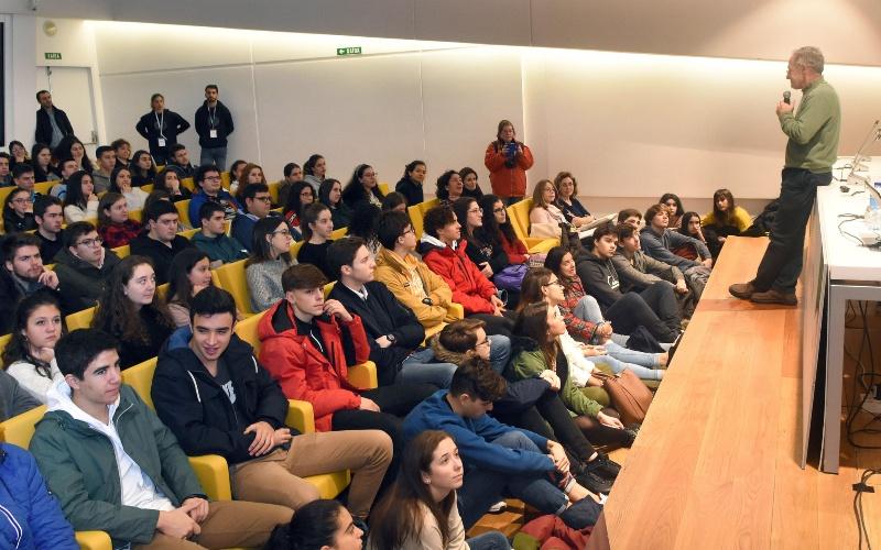 Charla de Ángel Carracedo. Foto: Santi Alvite / USC.