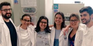 Investigadoras do grupo CellCOM que dirixe María Mayán no Inibic.