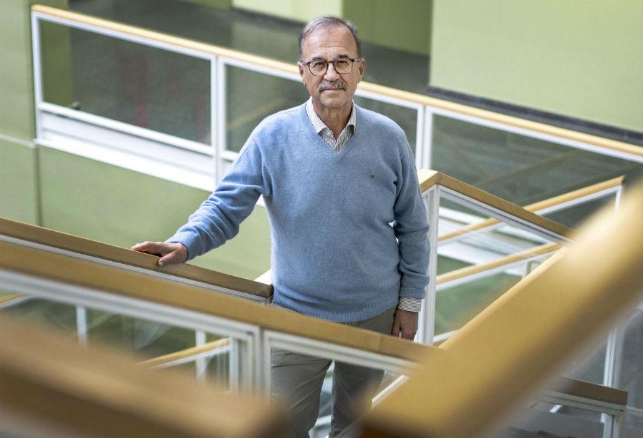 Juan Lema, na Escola Técnica Superior de Enxeñaría da USC. Fotos: Anxo Iglesias.