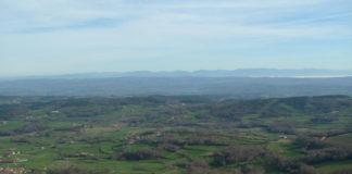 Vista da comarca de Chantada desde o cumio do Monte Faro, no que se evidencia a visibilidade que hai desde a contorna. Fonte: Lois Chantada / CC BY-SA 3.0.
