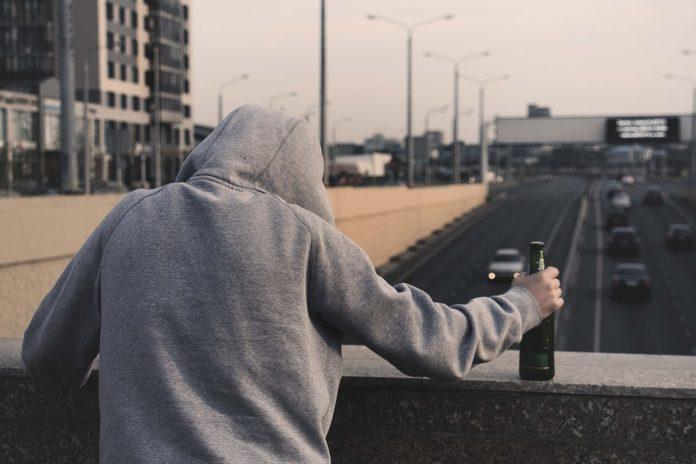 O alcolismo é un problema de saúde pública xa desde a mocidade.