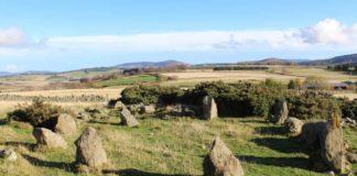 Círculo lítico prehistórico que resultou ser dos anos 90. Fonte: Aberdeenshire Council.