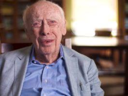 James Watson, nunha das escenas do documental. Fonte: PBS.