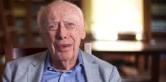 James Watson, nunha das escenas do documental. Fonte: PBS.
