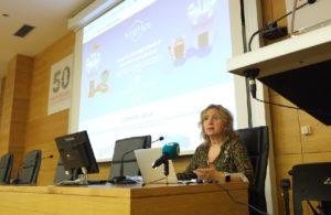 A profesora Elena Vázquez Abal presentou Mathex aos medios de comunicación. Foto: Servimav.
