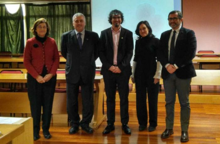 De esquerda a dereita, Troncoso, Franco, Lamas, Fente e Ros, na sala de xuntas da Facultade de Veterinaria. Foto: USC.