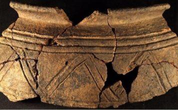 Ola castrexa decorada, exposta no museo arqueolóxico de San Antón, na Coruña. Fonte: coruna.gal.