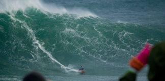 Un dos surfistas que cabalgou o Panchorro. Imaxe: TSP - The Surfeiros Piratas / Illa Pancha Challenge.
