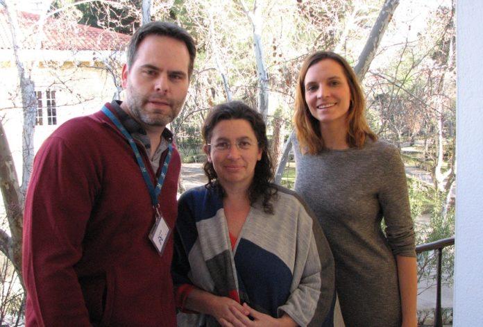Pablo Fernández Navarro, Beatriz Pérez Gómez e Lara Rodríguez son tres dos autores do estudo sobre o risco de cancro de próstata. Fonte: ISCIII.