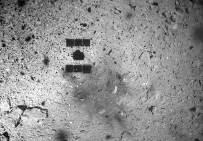 Imaxe da detonación en Ryugu. Fonte: JAXA.