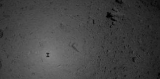 Imaxe da sonda xaponesa Hayabusa2 achegándose ao asteroide Ryugu. Fonte: JAXA.