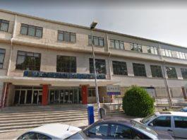 A contaminación da Facultade provocou o peche por reformas, que xa duran tres anos. Foto: Google Street View.