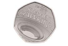 Moeda conmemorativa na honra de Stephen Hawking. Fonte: Royal Mint.