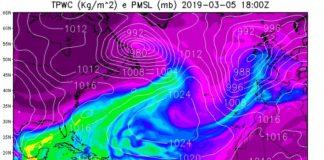 Imaxe do río atmosférico prevista para as 18 horas destes martes. Fonte: MeteoGalicia.
