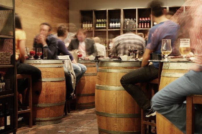O traballo demostra que o efecto do alcol no cerebro persiste tempo despois de cesar o consumo. Foto: Pixabay.
