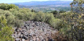 Restos da muralla do enclave arqueolóxico de Lobarzán. Fonte: Duvi.