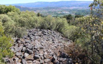 Restos da muralla do enclave arqueolóxico