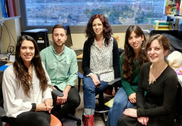 Noemí Pallas (1ª pola dereita), co resto do grupo da doutora María Llorens, que liderou o estudo sobre a neuroxénese adulta publicado en