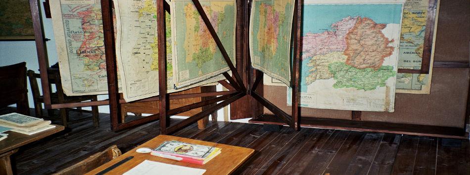 Mapas en el aula de más allá del mar. Fuente: Mupega.