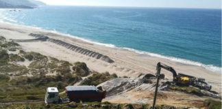Maquinaria pesada esta semana na praia de Barrañán. Foto: BNG Arteixo.