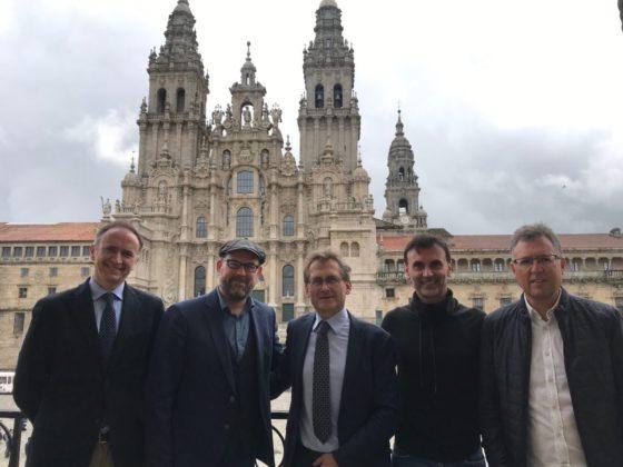 Visita de Ben Feringa ao Pazo de Raxoi, acompañado por Diego Peña, Martiño Noriega, Jorge Mira e José Luis Mascareñas. Foto: Concello de Santiago.