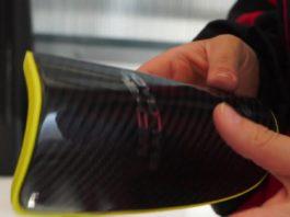 IXO elabora co material de fibra de carbono produtos como caneleiras, próteses ou táboas. Fonte: Aldara Sánchez/Emma Orio.
