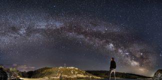 A instalación de farolas podería comprometer a observación do ceo na paisaxe da praia do Osmo, en Corme. Foto: Drew Korme.