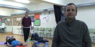 Juan Manuel Mouriño, un dos participantes no programa de pilates para afectados de Parkinson. Imaxe: Alba Tomé.