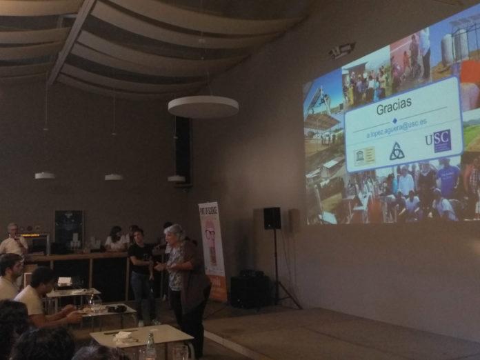 Ángeles López durante a súa intervención no Pint of Science deste ano, en Santiago de Compostela.