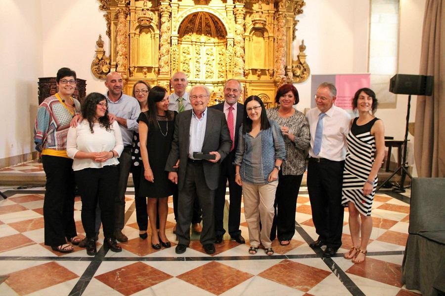 Punset recibe o premio do Colexio de Psicólogos de Galicia en 2015. Fonte: COP.