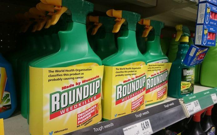 O herbicida Roundup, que contén glifosato, é un dos produtos máis coñecidos baixo cuestión por este composto.