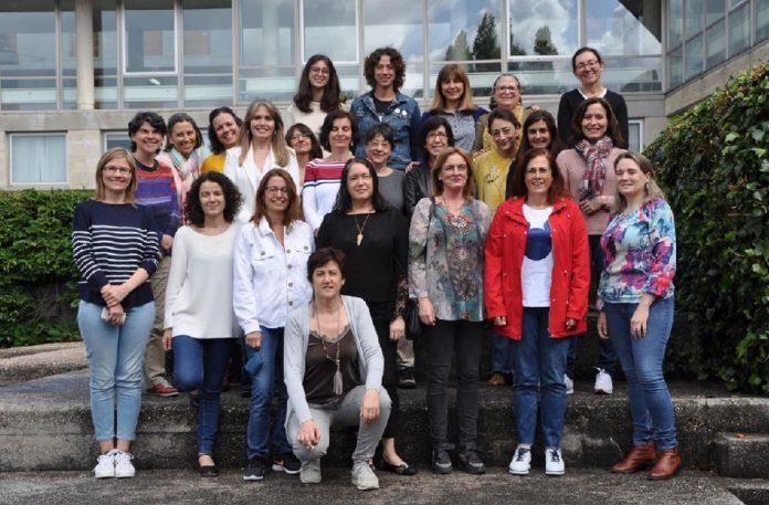Foto de familia de parte das investigadoras da Facultade de Ciencias Económicas e Empresariais. Foto: Duvi.