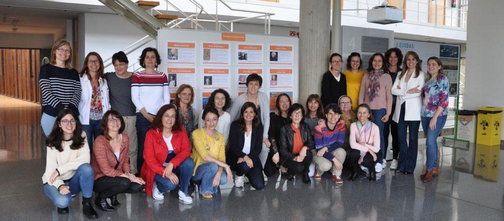 As investigadoras diante dun panel de destacadas mulleres economistas realizado a iniciativa de Mª Jesús Facal e Xulia González. Foto: Duvi.