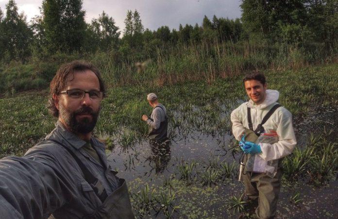 Germán Orizaola, con Pablo Burraco e Sergey Gaschak. Imaxe cedida por Germán Orizaola.
