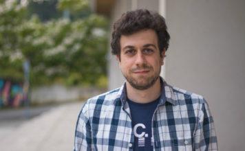 O enxeñeiro Óscar Blanco desenvolveu unha aplicación a partir dunhas gafas de realidade aumentada. Foto: CPEIG.