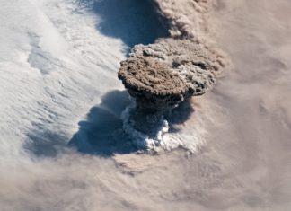 Imaxe do volcán Raikoke desde a Estación Espacial Internacional. Foto: NASA.