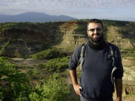 Eduardo Méndez Quintas, na garganta de Olduvai, en Tanzania, outro dos xacementos nos que traballa.
