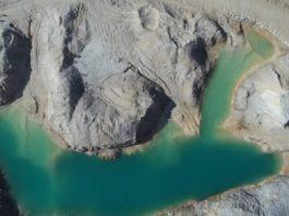 Imaxe aérea en Monte Neme da balsa que rebentou en febreiro de 2014. Fonte: Plataforma pola Defensa do Monte Neme.