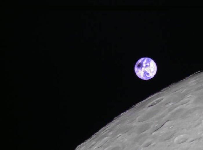 Imaxe da eclipse solar desde a Lúa. Fonte: Andrew Jones: Twitter.