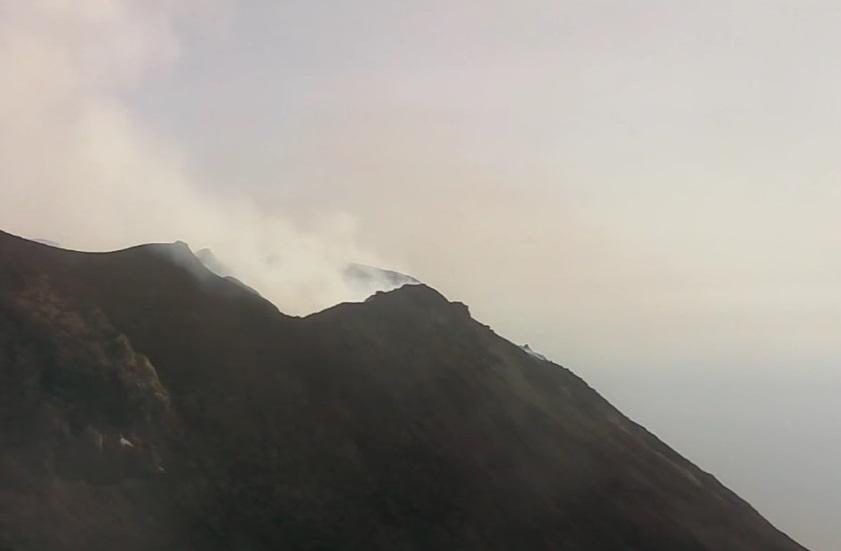 Imaxe do Stromboli 24 horas despois da explosión. Fonte: skylinewebcams.com.
