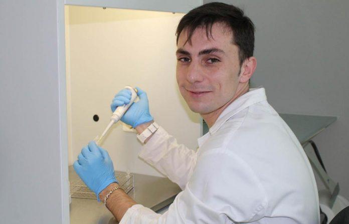 O científico Juan Fandiño estudou na súa tese o papel da liraglutida no tratamento da fibrose. Foto: Duvi.