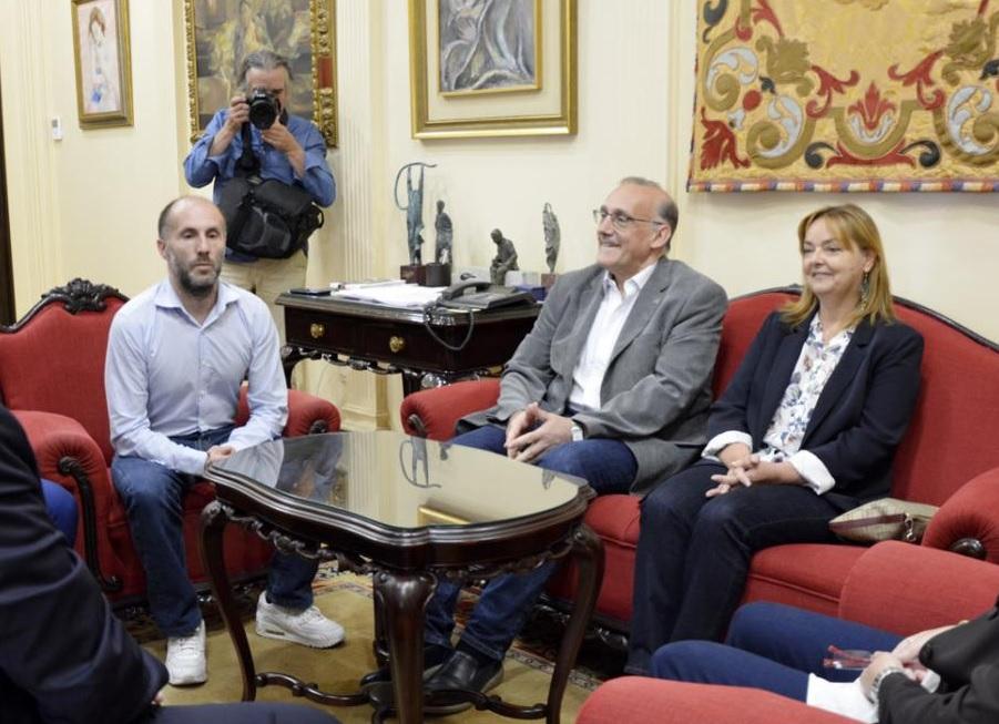 O alcalde Gonzalo Pérez Jácome, o reitor da UVigo Manuel Reigosa e a vicerreitora do campus de Ourense, Esther de Blas. Foto: Duvi.
