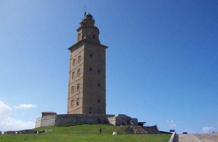 Ata agora críase que a Torre de Hércules fora erixida a finais do século I d. C. ou comezos do II. Fonte: Daniel Csörföly / CC BY-SA 3.0.