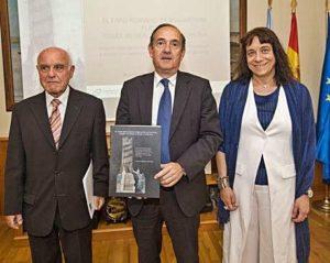 Colmenero, Losada e Goy, na presentación do libro 'O faro romano de Brigantium Flavium, Torre de Hércules da Coruña'. Foto La Opinión da Coruña.